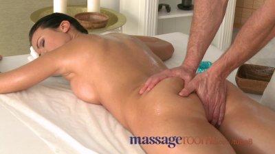 Massage Rooms Athletic goddess enjoys G-spot orgasm before riding big cock