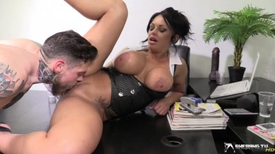 Kerry Louise is peeing while she gets fucked