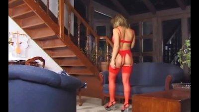 Liz Honey masturbates in lingerie