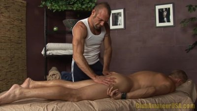 Hunk Fingered By Masseuse