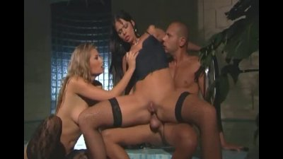 MFF threesome with sexy babes in lingerie