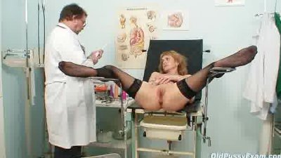 Skinny MILF Nora gyno clinic e
