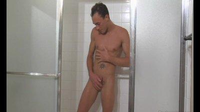 Kirk Cummings Showering