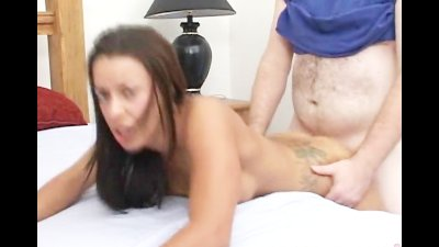 Tattoo bitch gets fucked in the hotel room