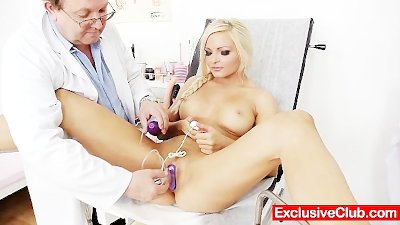 Gorgeous blonde Jenna Lovely pussy exam up close