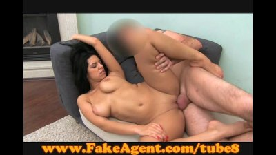 FakeAgent Sexy amateur gives s