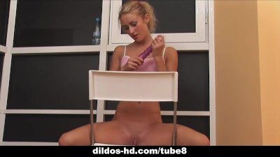 Solo teen gapes with a dildo