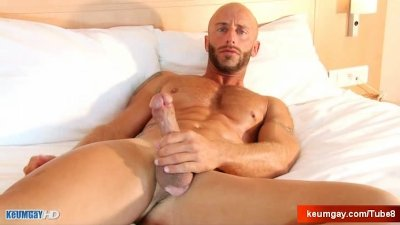 Aym, a muscle dude, gets his very huge cock wanked by me!