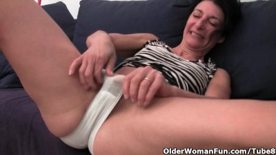 Hairy granny has a wet spot in