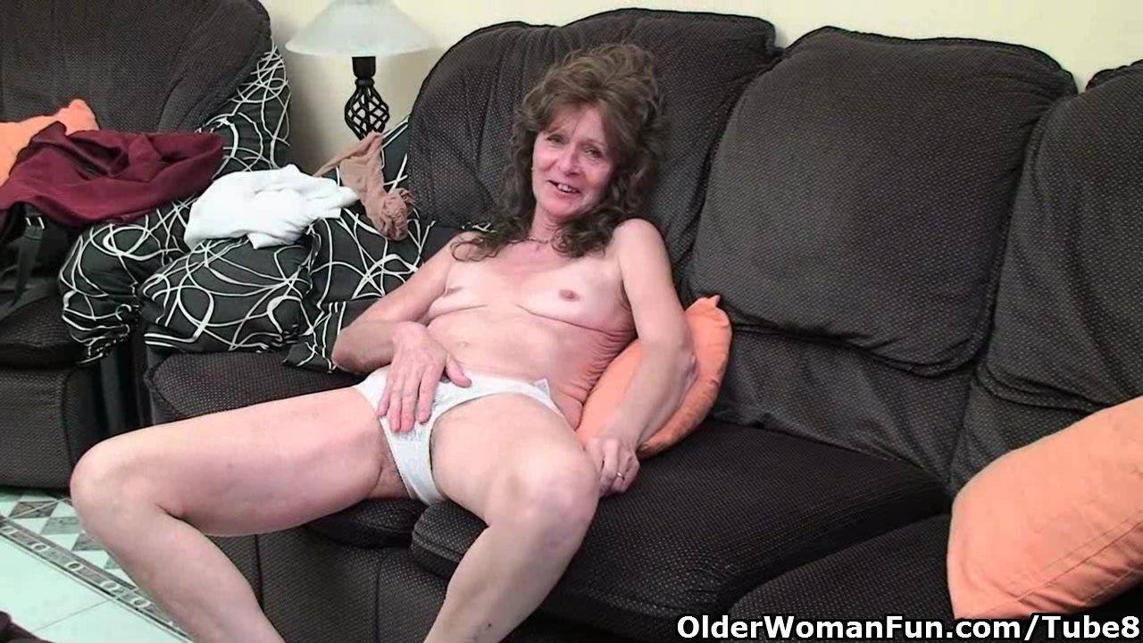 Saggy Granny In Stockings Masturbates Hairy Pussy Porn -4049