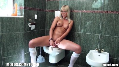 Blonde with bangs bangs her se