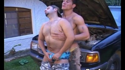 Muscled Mechanic Gay Men Overhauling Asshole