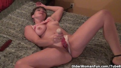 Older woman in white panties fills up pussy and ass