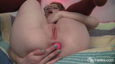 Pierced Khloe Masturbating Her Pink Pussy