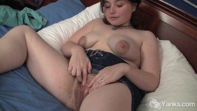 Horny MILF Dawn Masturbating Her Hairy Pussy