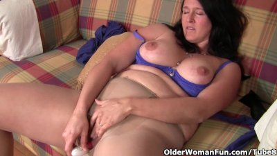 Curvy mom in pantyhose fucks a
