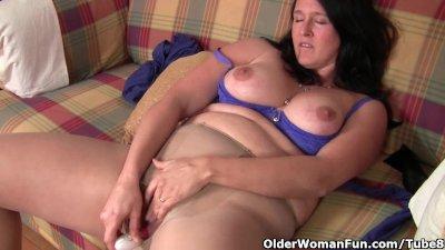 Curvy mom in pantyhose fucks a dildo