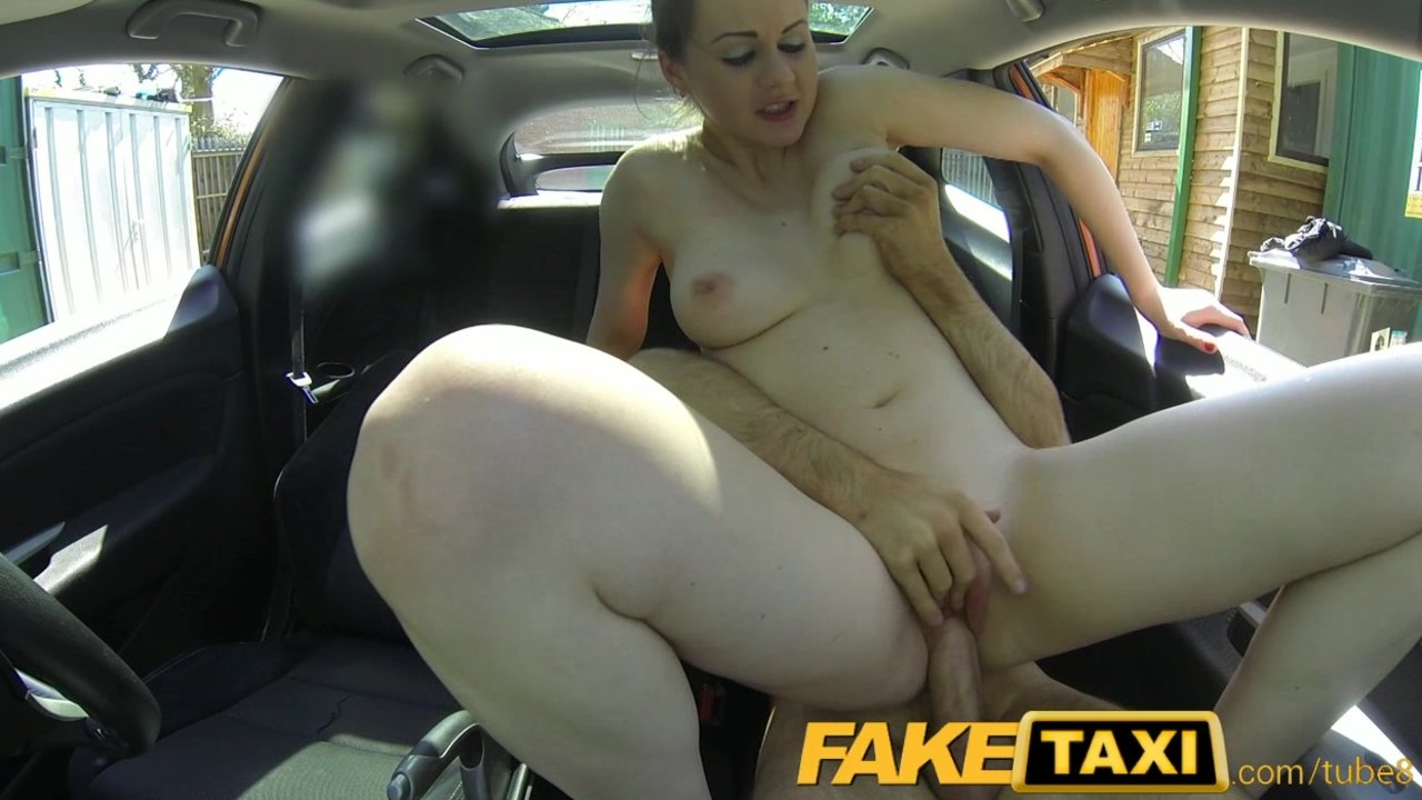 Posh babe gets pussy pounded