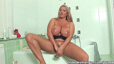 Mature soccer mom with big tit