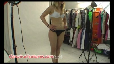 Natural teen shows her body in backstage