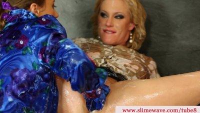 Bukake loving lesbos finger pussy