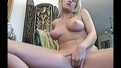 Busty Lisa Neils masturbates her pussy using her favorite toy