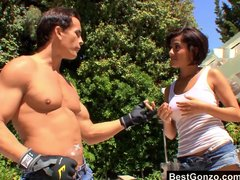 Vanessa Leon Wants To Help Him Workout