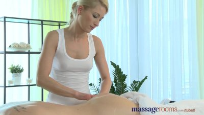 Massage Rooms Young stud cannot hold back cum when with horny blonde