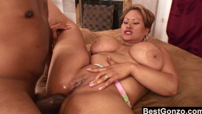 Unfaithful wife gets her ass stretched