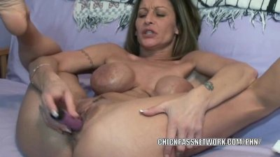 Mature hottie Leeanna Heart stuffs her twat with toys