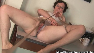 Hairy gilf in pantyhose needs