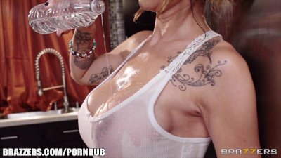 Sandee Westgate - Beat the Heat with a Wet T Shirt - Brazzers
