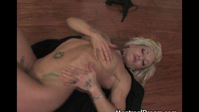 Blonde babe masturbating using