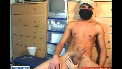 Arab guy serviced: Bachier get wanked his huge cock by a guy !