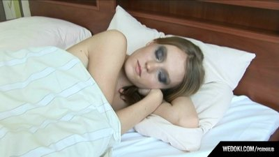 Cuntia Cymes masturbates in morning with vibrate egg