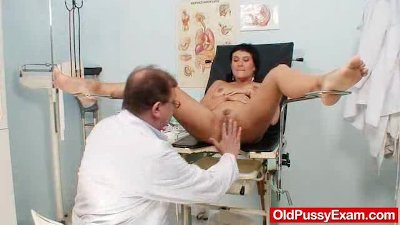 Big-breasted mother Valentina Rush real gyno exploration