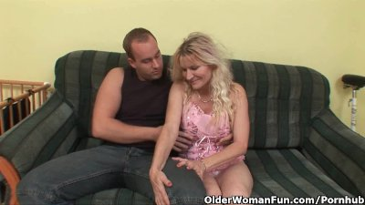 Older Mom With Big Tits And Hairy Pussy Gets Facial