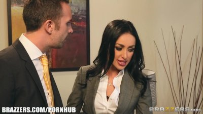 : Breanne Benson in Secretary Seduction - Brazzers
