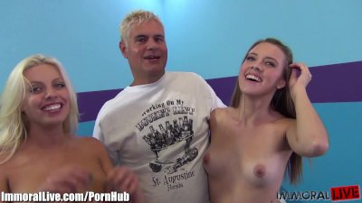 Lucky dude! 1 girl on his dick and the other one on his face!