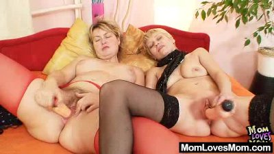 Amateur Mamas kissing and licking piss hole each other