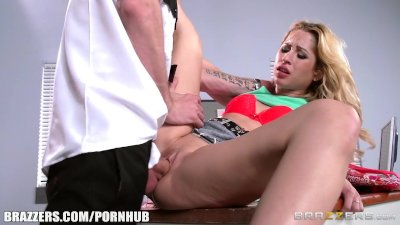 Goldie Shoplifts and gets punished - Brazzers