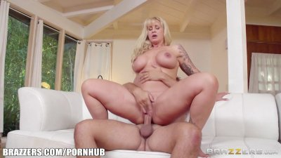 Brazzers - Hot milf Ryan Conne