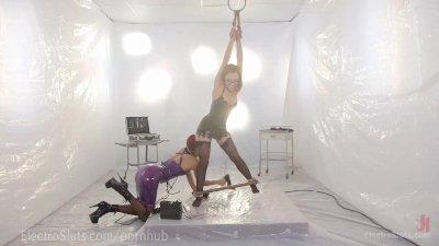Lesbian Goddess Latex Electrosex