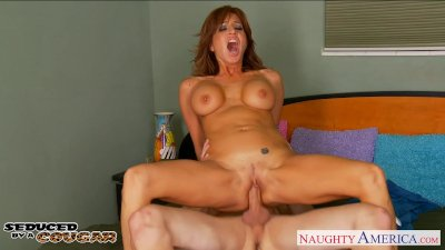 Chesty cougar Tara Holiday fuc