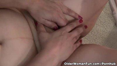 American granny Kay masturbates in nylon pantyhose