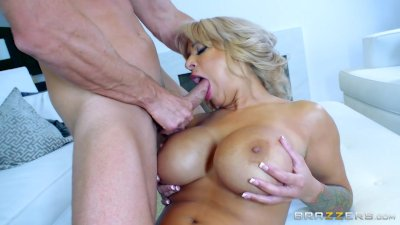 Brazzers - Hot Milf Alyssa Lynn is an animal