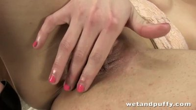 Cute chick Loreen likes to play with a pussy pump