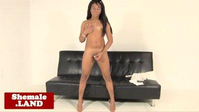 Black tgirl beauty jerksoff her meat shaft