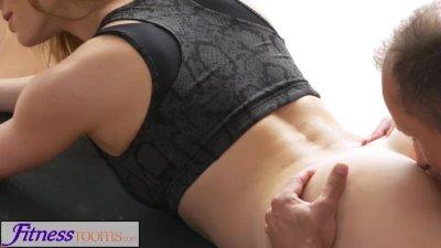 FitnessRooms Yoga master teach
