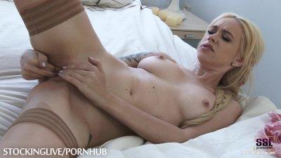 Blonde babe enjoying masturbat